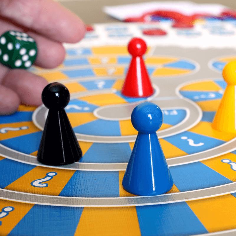 Gosto de... jogar. Sim, somos ligeiramente competitivos mas adoramos jogar em família. Cartas, xadrez, mensch aergere dich nicht, entre muitos outros, são alguns dos que nos proporcionam horas de gozo e algumas lágrimas em família 💗